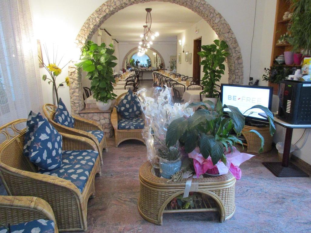 il salotto dell'hotel Ornella di Cesenatico